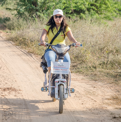 Hurtling through the plains of Bagan, on my e-bike!