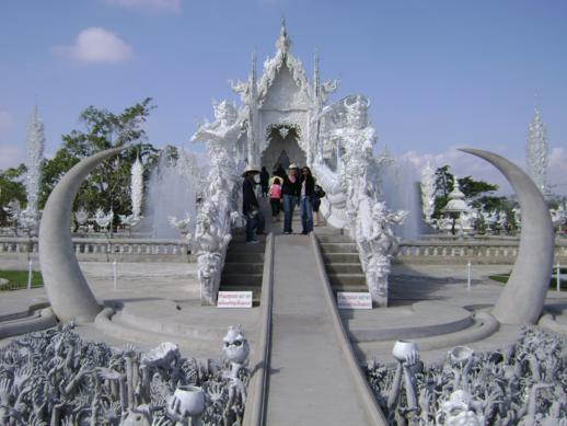 footsteps-in-chiang-rai-and-a-mini-footstep-in-laos-2