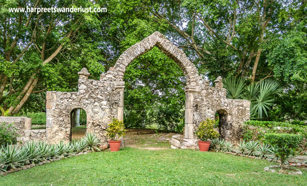 The ruined archway in the grounds of our Hacienda