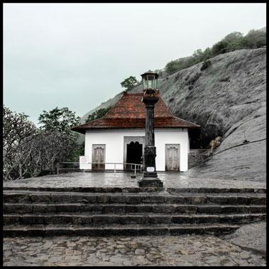 footsteps-in-dambulla-4