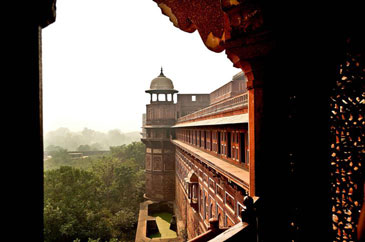 footsteps-in-the-red-fort-en-route-to-new-delhi-3