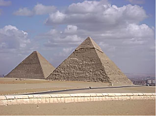 footsteps-inegypt-the-great-pyramids-of-giza-2