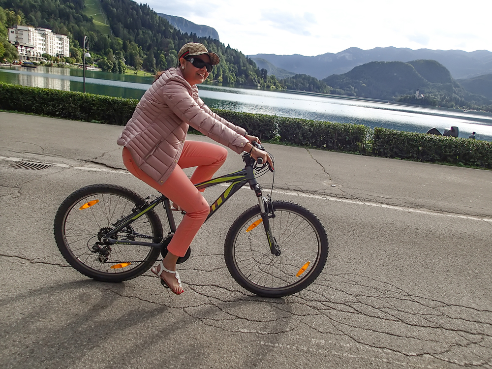 Yep, i know! Excuse the footwear...this was an awesome way of discovering Bled!