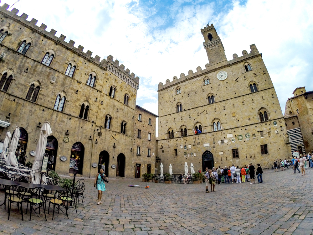 The Clock Tower: This is actually in Volterra, where Twilight is based. But it was filmed in Montepulciano.