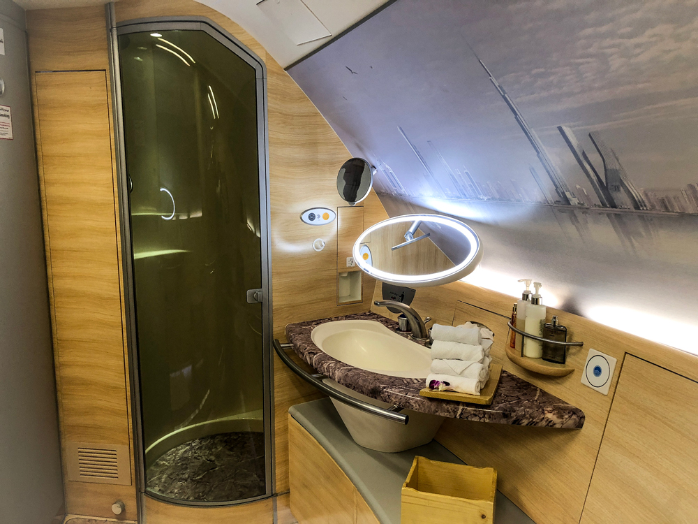 Emirates-A380-Bathroom